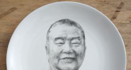 广西工艺美术大师关永华瓷雕作品:《星云大师肖像》