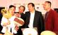 罗永东副市长察看工艺美术扇子