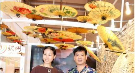 中华工艺美术网副总编唐国宣采访广西工艺美术大师朱春丽