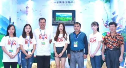中华工艺美术网副总编唐国宣采访桂林市乐满地美女帅哥
