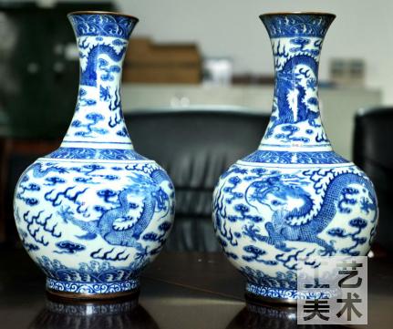 清代官窑青花龙纹瓶:清清爽爽龙飞腾