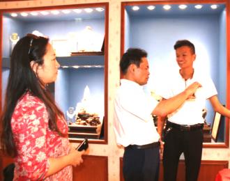 中国民协副主席韦苏文一行看望广西工艺美术大师林粦忠